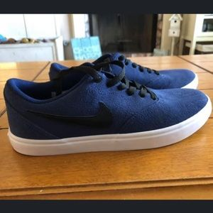 Brand new, never worn Nike men's shoes. Size 9